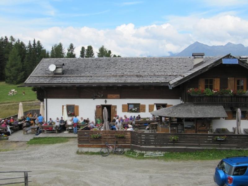Déjeuner à la Roner Hütte