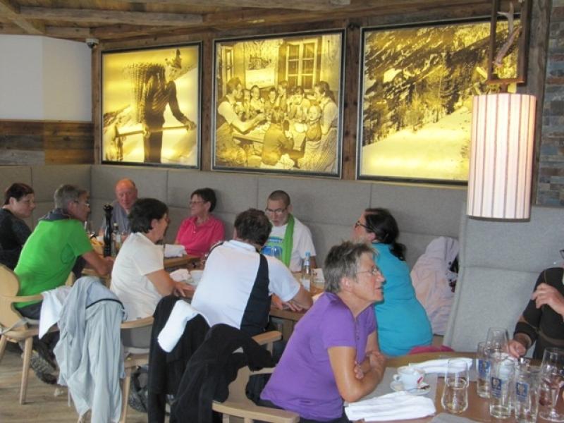Déjeuner à la Kristall Hütte