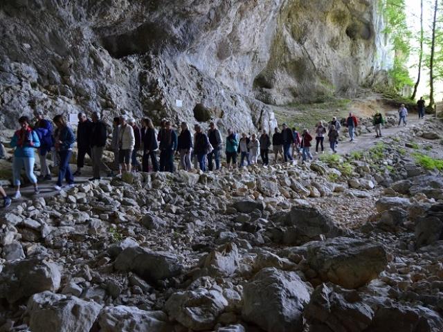 Entrée dans la Grotte de la Luire