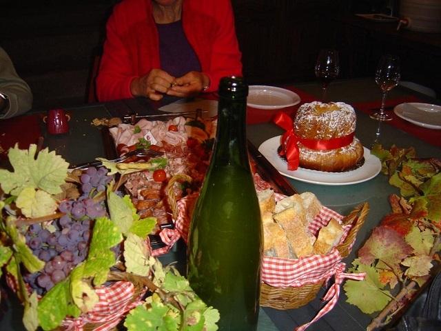 Belle table pour le goûter dans un caveau de viticulteur à Marlenheim