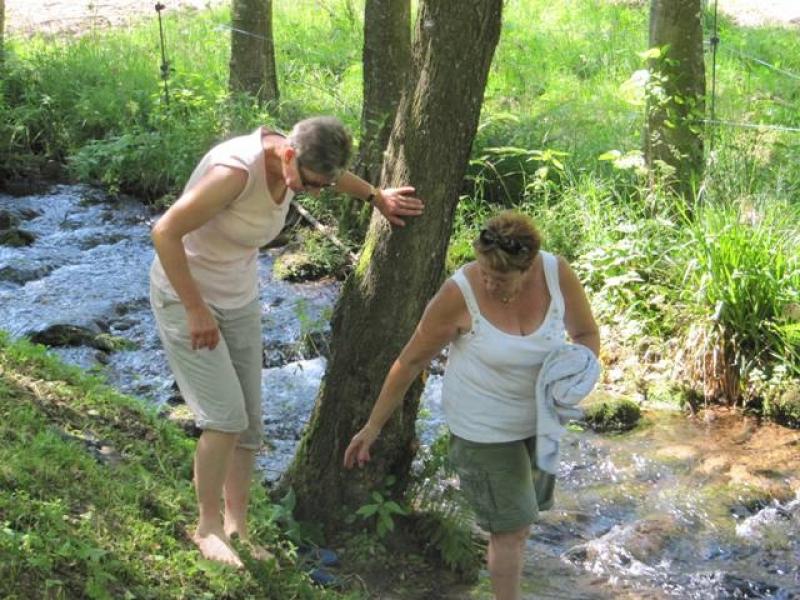 Bain de pieds dans l'eau fraiche de la Mossig
