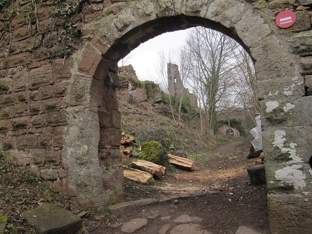Entrée du château du Guirbaden
