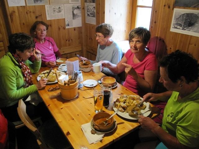Pause déjeuner à la Wiesbadener Hütte