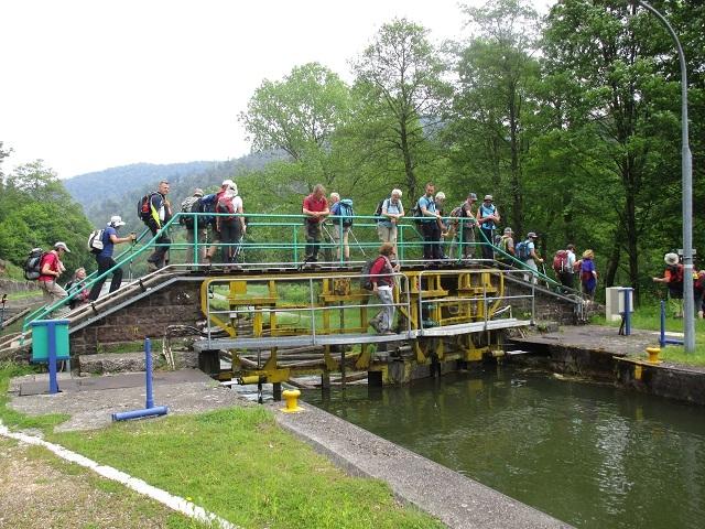 Passage de l'écluse 27 du canal Marne au Rhin